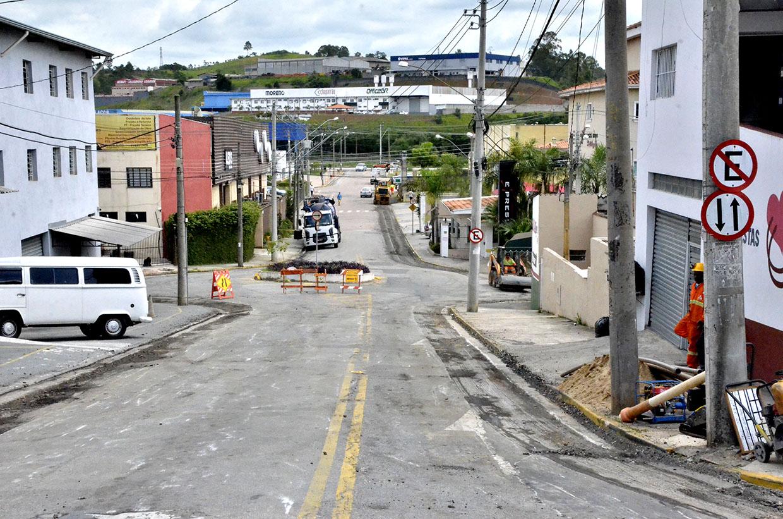 Começa a fresagem da rua João Póvoa