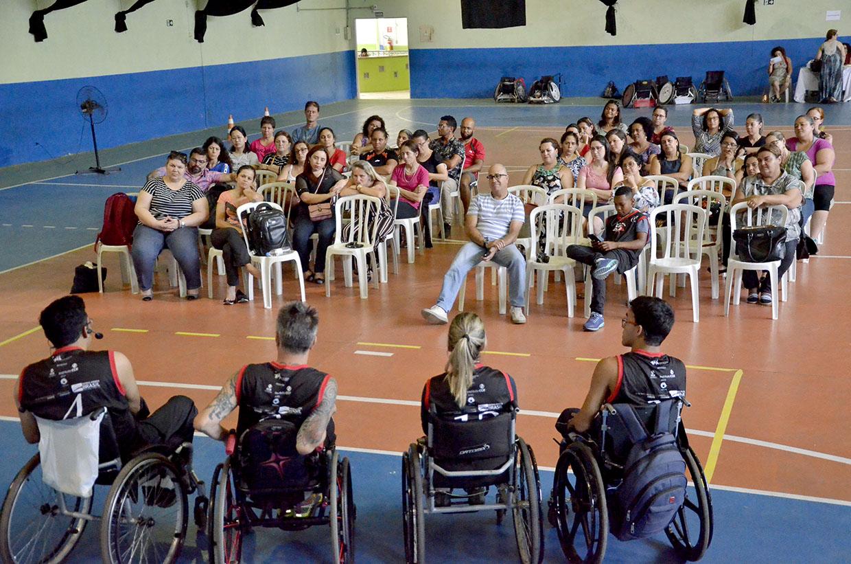 Professores recebem formação sobre rugby em cadeira de rodas