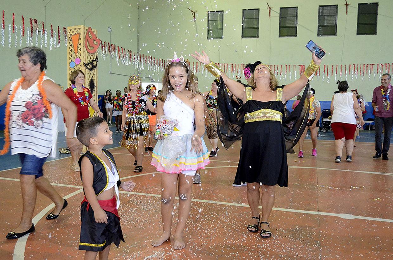 Prefeitura organiza baile de carnaval para 3ª Idade e Apae