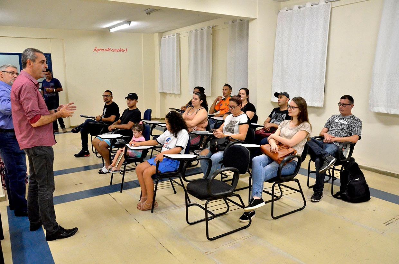 Prefeito Rodolfo Braga dá            boas-vindas aos alunos da Univesp