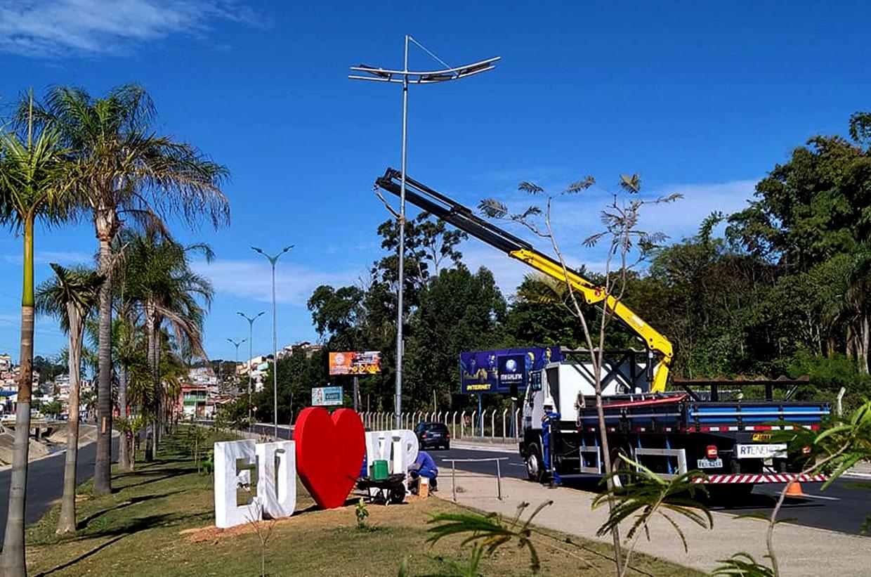 Avenida Bertioga recebe nova iluminação