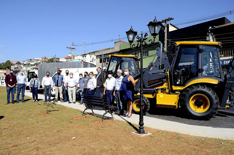 Prefeitura entrega novos veículos para Unidades Gestoras