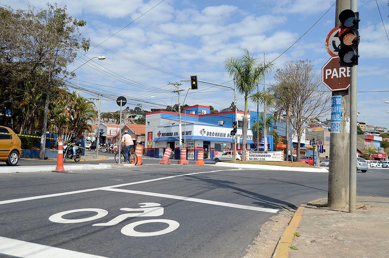 Semáforo no cruzamento entre Avenida Fernão Dias e Rua São José passa a funcionar nesta quinta (13)