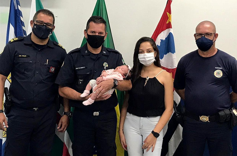 GCM de Várzea Paulista salva bebê engasgada com leite materno