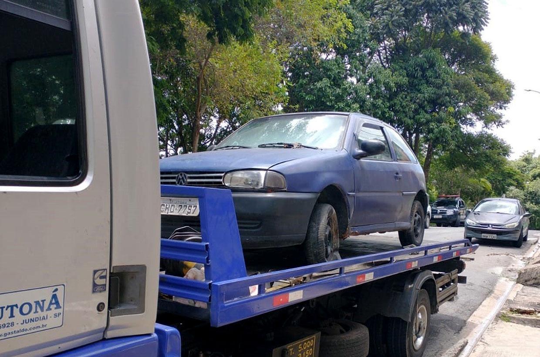 UG de Trânsito, com apoio da GCM, retira veículos abandonados das ruas