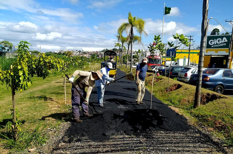 Pista de caminhada da Rua Sorocaba recebe asfalto