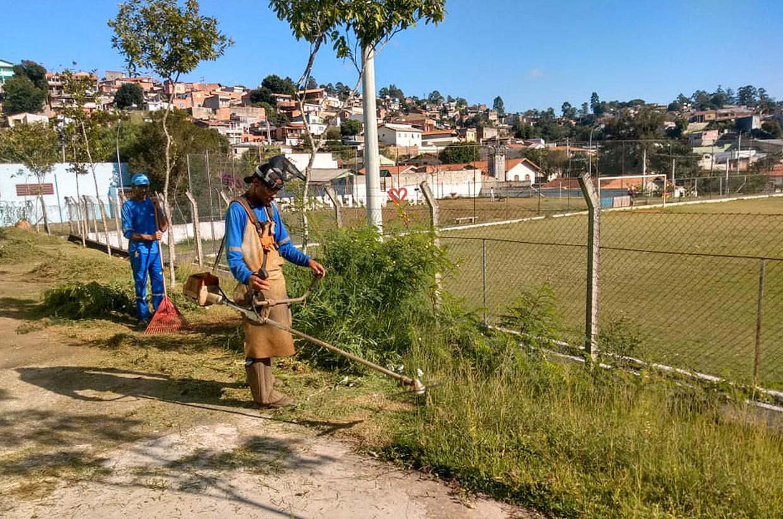 Prefeitura faz limpezas em diversas áreas públicas
