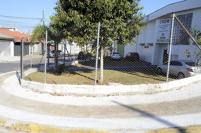 Prefeitura realiza calçamentos em três locais da Vila Tupi