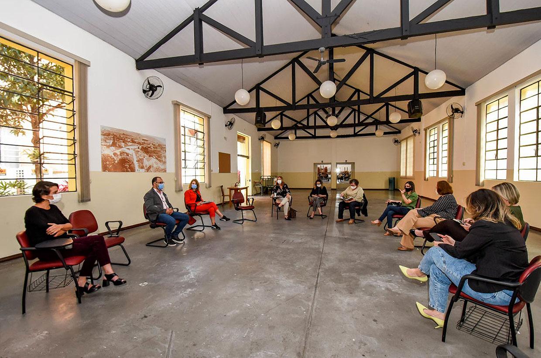 Várzea Paulista participa de discussão de questões de assistência social da região