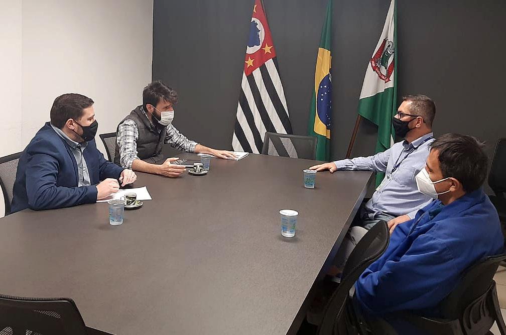 Prefeitura se reúne com Sabesp para discutir qualidade da água