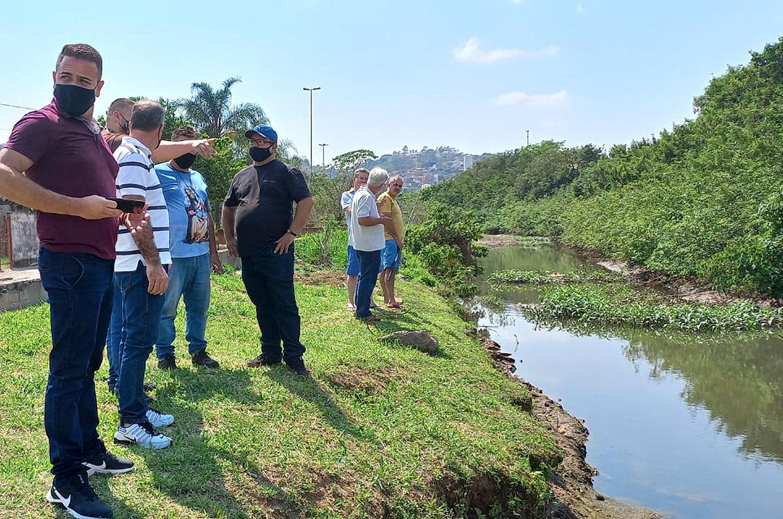 Unidade de Meio Ambiente e vereadores da Comissão de Meio Ambiente de Várzea Paulista avaliam situação de crise hídrica na região